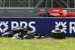 Felipe Massa, Scuderia Ferrari, F2007, Pasa al coche accidentado de Robert Kubica, BMW Sauber F1 Tea