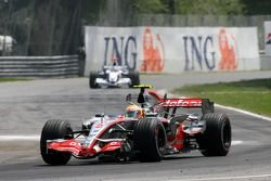 Lewis Hamilton, McLaren Mercedes, MP4-22 y Nick Heidfeld, BMW Sauber F1 Team, F1.07