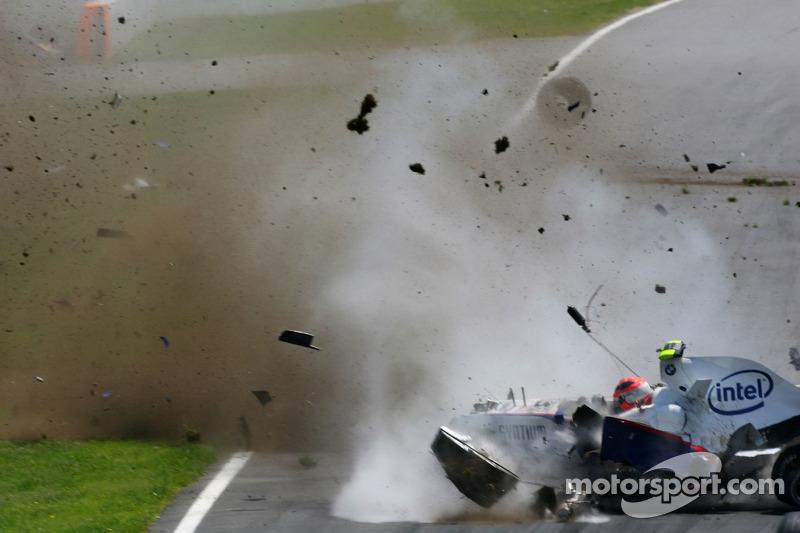 Все произошло на 27 круге гонки. На торможении машина Кубицы налетела на заднее правое колесо Toyota TF107 Ярно Трулли, вылетела с трассы, подпрыгнула на гравийной ловушке и врезалась в бетонную стену на скорости около 250 км\ч.