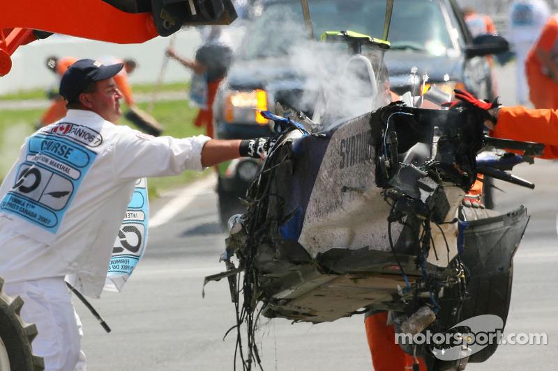 К счастью, монокок выполнил свою задачу – выдержал все удары и спас пилота.