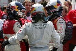 Le vainqueur Bernd Schneider est félicité par le deuxième Martin Tomczyk