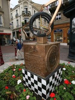 monument des 24 Heures du Mans au centre-ville du Mans