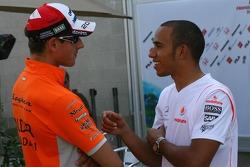 Адриан Сутиль, Spyker F1 Team и Льюис Хэмилтон, McLaren Mercedes
