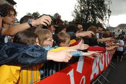 Fans want autographs
