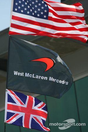 USA flag ve McLarne ve Union Jack
