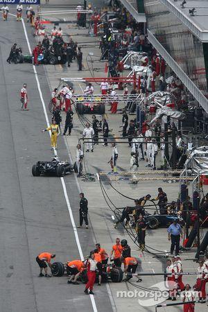 busy pit lane