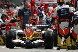 Giancarlo Fisichella, Renault F1 Team pit stop