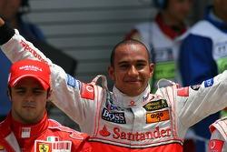 Льюис Хэмилтон, McLaren Mercedes получает поул-позицию