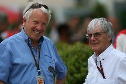 Чарли Уайтинг, делегат FIA по безопасности и руководитель гонок, и Берни Экклстоун