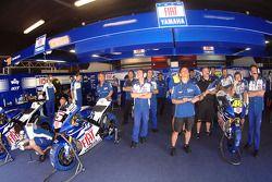 El Yamaha team box