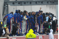 The Oreca team celebrates on the wall
