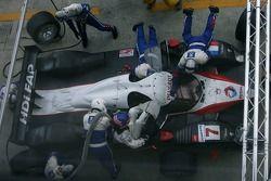 Boxenstopp: #7 Team Peugeot Total Peugeot 908: Marc Gene, Nicolas Minassian, Jacques Villeneuve