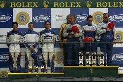 Podium LMP2: les vainqueurs William Binnie, Allen Timpany, Chris Buncombe, seconde place Adrian Fernandez, Haruki Kurosawa, Robbie Kerr