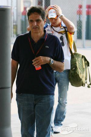 Nelson Piquet Snr. con Nelson Piquet Jr, piloto de pruebas de Renault F1 Team