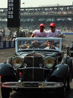 Парад пилотов - Льюис Хэмилтон, McLaren Mercedes и Фернандо Алонсо, McLaren Mercedes