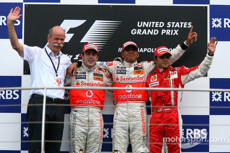Podio: segundo lugar Fernando Alonso, McLaren Mercedes, ganador de la carrera Lewis Hamilton, McLare