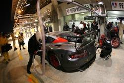 Arrêt au stand et problème de pneu pour la #59 Team Modena Aston Martin DBR9: Antonio Garcia, Jos Menten, Christian Fittipaldi