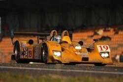 #19 Chamberlain-Synergy Motorsport Lola B06 AER: Gareth Evans, Bob Berridge, Peter Owen