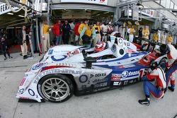 Arrêt au stand pour la #15 Charouz Racing System Lola B07-17 Judd: Jan Charouz, Stefan Mücke, Alex Y