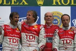 Подиум LMP1: победители Марко Вернер, Франк Била, Эмануэле Пирро и Вольфганг Ульрих