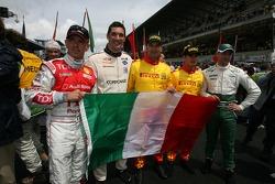 Les pilotes italiens des 24h du mans 2007 posent