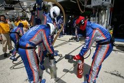 Membres d'équipe Pescarolo Sport après un arrêt au stand