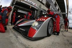Arrêt au stand pour la #1 Audi Sport North America Audi R10: Marco Werner, Frank Biela, Emanuele Pirro