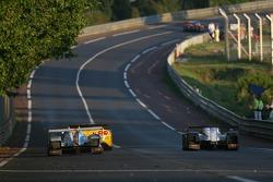 #8 Team Peugeot Total Peugeot 908: Pedro Lamy, Stéphane Sarrazin, Sébastien Bourdais doublent des voitures