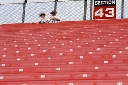 Les fans prennent leurs sièges