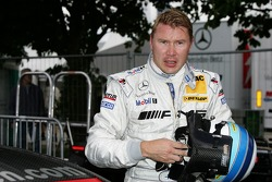 Mika Hakkinen takes second place in qualifying