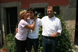 At home near Strasbourg: Bruno Spengler poses with his mother and father