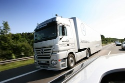 On the way to the Norisring: an unexpected encounter on the A6, the Team HWA AMG Mercedes transporte