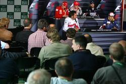 Кими Райкконен, Scuderia Ferrari, Френандо Алонсо, McLaren Mercedes, Ник Хайдфельд, BMW Sauber F1 Te