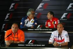 Flavio Briatore, Renault F1 Team, Takım Şefi, Direktörü, Jean Todt, Scuderia Ferrari, Ferrari CEO, Colin Kolles, Spyker F1 Team, Takım Patronu, John Howett, Toyota Racing, Başkanı TMG