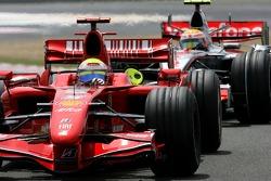 Фелипе Масса, Scuderia Ferrari, F2007 и Льюис Хэмилтон, McLaren Mercedes, MP4-22