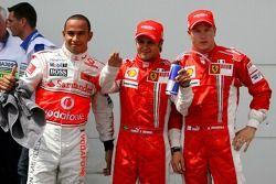 Ganador de la Pole Position Felipe Massa, Scuderia Ferrari, F2007, segundo lugar Lewis Hamilton, McL