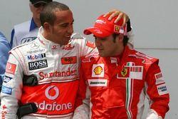 Ganador de la Pole Position Felipe Massa, Scuderia Ferrari, F2007, segundo Lewis Hamilton, McLaren M