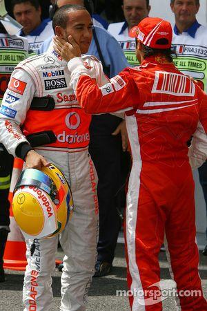 Ganador de la Pole Position Felipe Massa, Scuderia Ferrari y segundo puesto Lewis Hamilton, McLaren