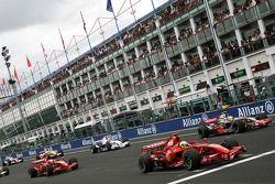 Race start, Felipe Massa, Scuderia Ferrari, Lewis Hamilton, McLaren Mercedes, Kimi Raikkonen, Scuder