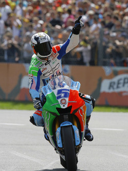 Colin Edwards celebra