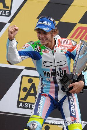 Подиум: победитель гонки - Валентино Росси
