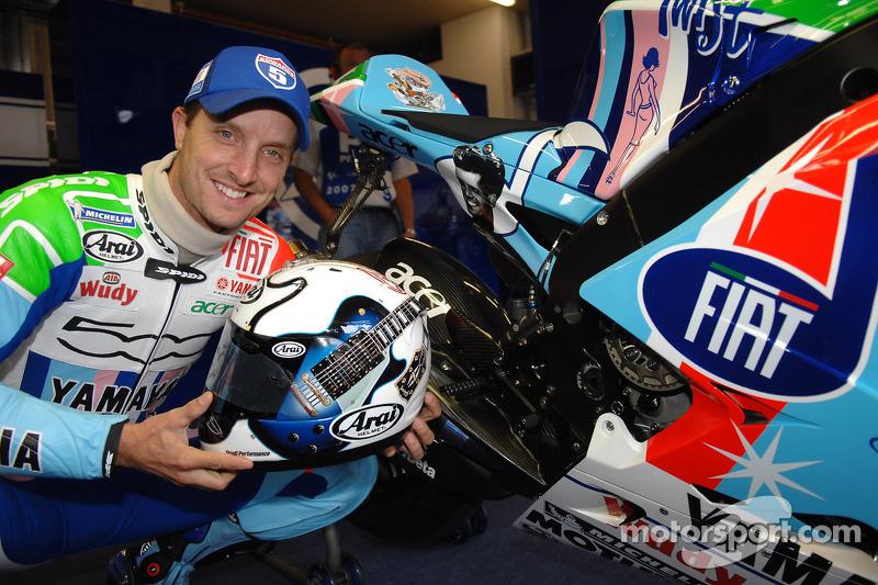 Colin Edwards muestra su esquema de pintura y casco