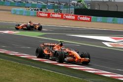 Кристиан Альберс, Spyker F1 Team, F8-VII, и Адриан Сутиль, Spyker F1 Team, F8-VII
