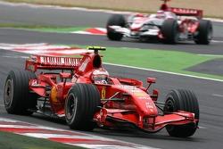 Kimi Raikkonen, Scuderia Ferrari, F2007, Takuma Sato, Super Aguri F1, SA07