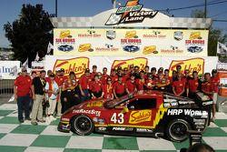 #43 Team Sahlen Corvette: Joe Nonnamaker, Wayne Nonnamaker and team