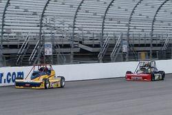 Aaron Pierce (n ° 26) arrive derrière Tim Barber (n ° 28)