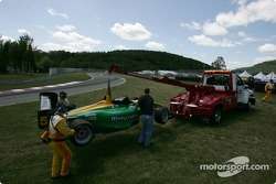 The car of Simona De Silvestro is towed