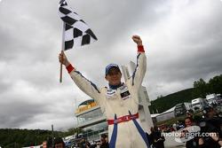 Franck Perera fête sa victoire