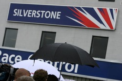 Umbrella'in up, Silverstone