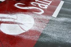 rain takes paint, logoage pitlane
